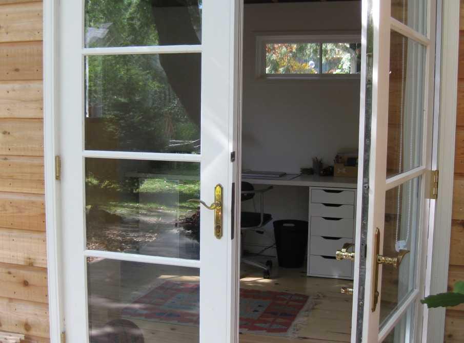 Cedar urban studio backyard studio design 10x12 in the outdoor seen from the front. ID number 2775-196.