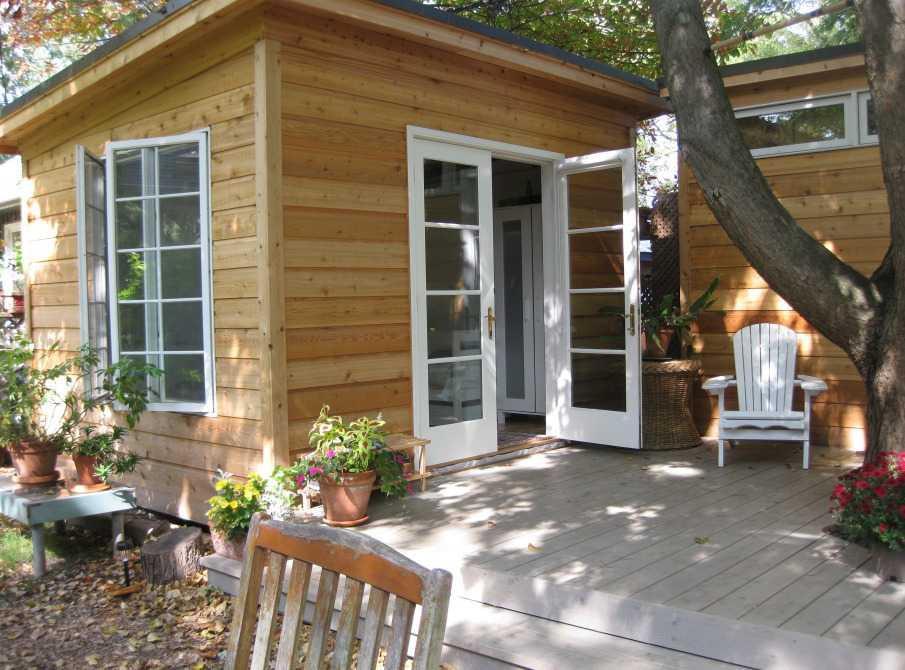 Cedar urban studio backyard studio design 10x12 in the outdoor seen from the side. ID number 2775-194.