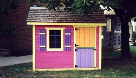 Bear Club playhouse plan 5  x  7 in outdoor with  fixed windows seen from front.ID number 3270-1.